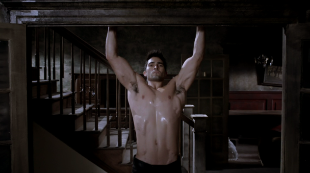 Derek Hale (Tyler Hoechlin) doing pullups in Teen Wolf